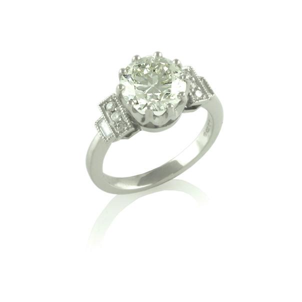 Art-Deco solitaire round & baguette Diamond ring