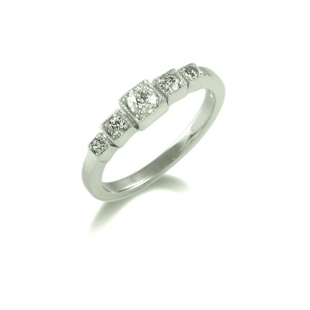 Box setting 5 stone ring