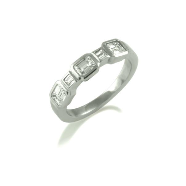 Emerald & Baguette Diamond rubover ring