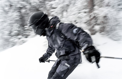 Ski by Cristo Noir