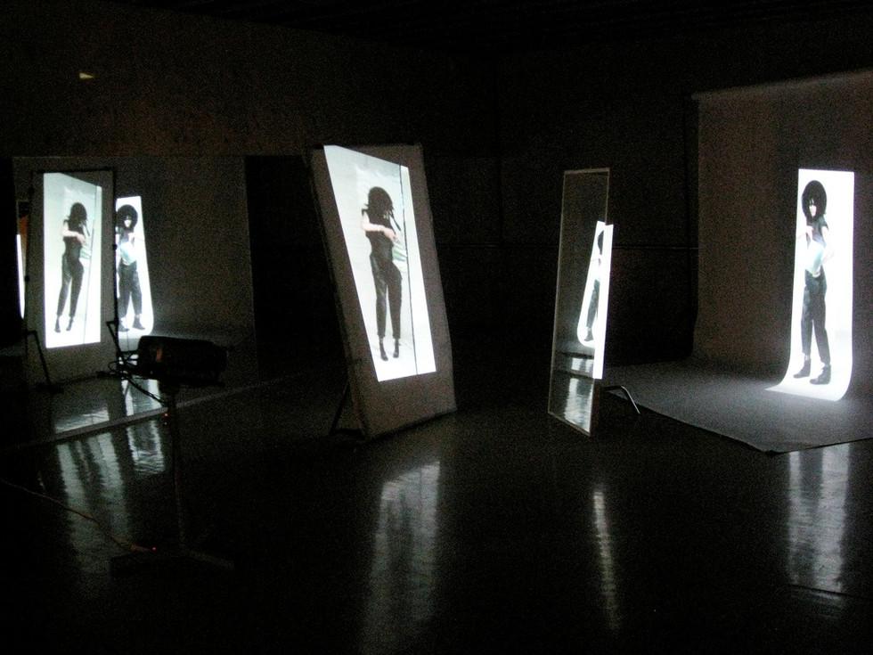 Glare. Video installation (2009)