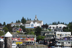 1024px-Poulsbo,_WA_from_harbor_03