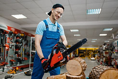 worker-in-uniform-testing-chainsaw-in-tool-store-QP2RGSR.jpg