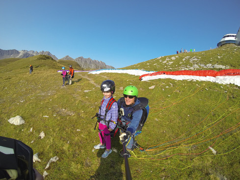 Sky-Fly Startklar für den Gleitschirmflug Tandem am Pizol