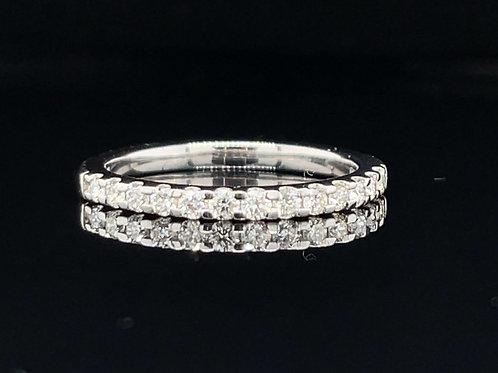 Pretty Diamond Ring 0.34  Carat Platinum