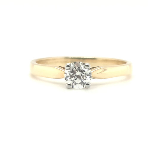 A Classic Diamond Engagent Ring 18ct Gold