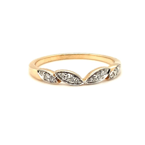 A Fitted Fancy Wedding Ring 18ct Yellow Gold