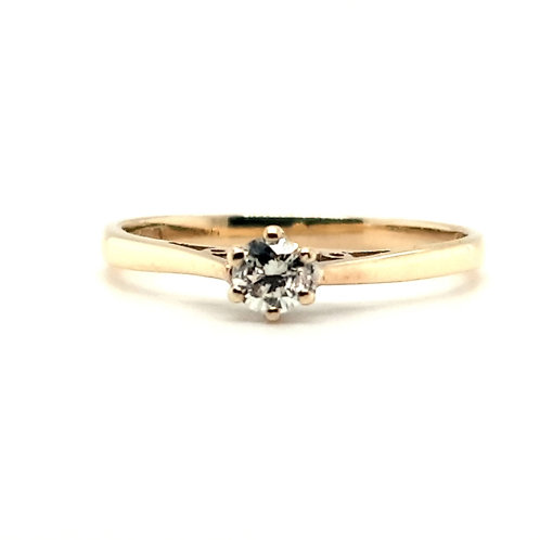 Classic Style Solitaire Engagement Ring 18ct Gold