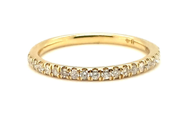 Pretty Diamond Band 18ct Yellow Gold