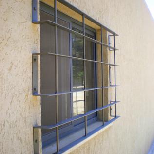 סורג חלון מעוצב מברזל