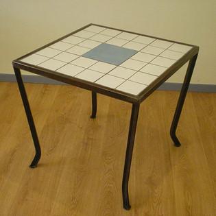 שולחן אירוח ברזל בשילוב קרמיקה לפי הזמנה