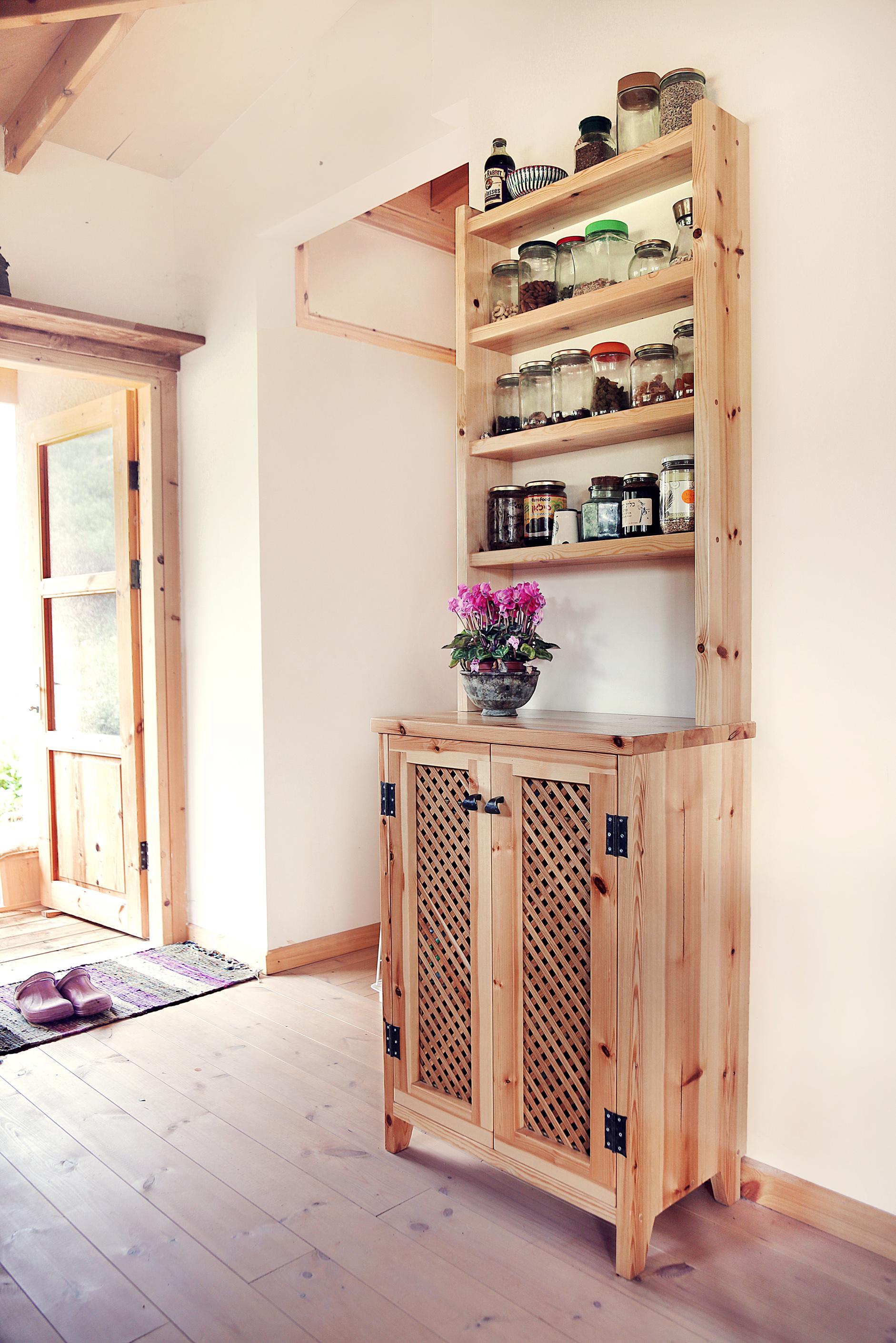 רהיט של מדפים ואחסון למטבח