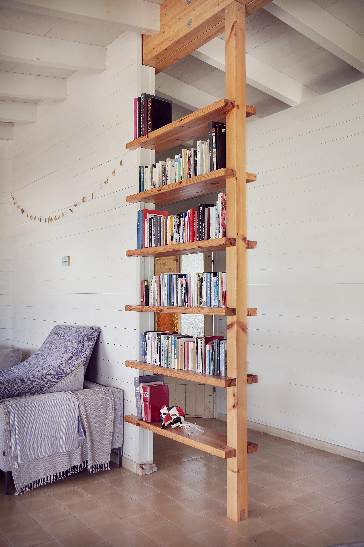 ספרייה לסלון מלוחות עץ אורן