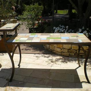 שולחן אוכל ברזל וקרמיקה בעיצוב מותאם אישית