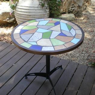 שולחן חוץ פלדה בשילוב קרמיקה ופסיפס מעוצב