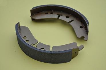 19-7744 or 37-3713 -  Front Brake Shoes