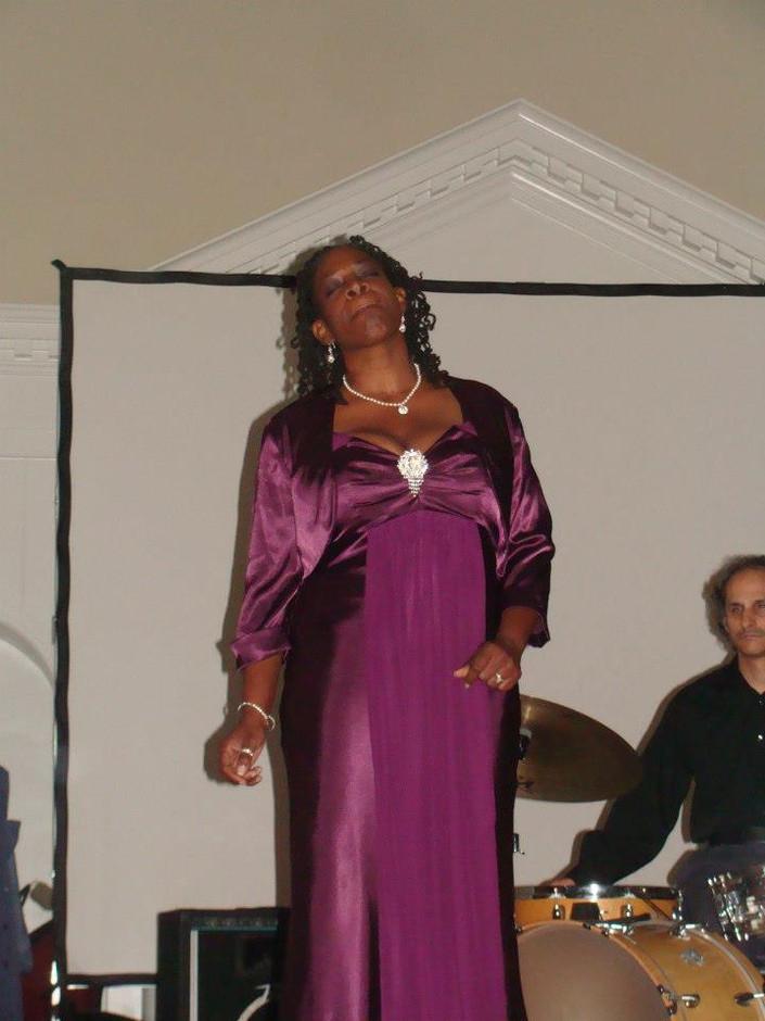 Melanie Carter sings at TMC 2012 Gala