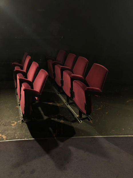 theatre_chairs_light_lateral.jpg