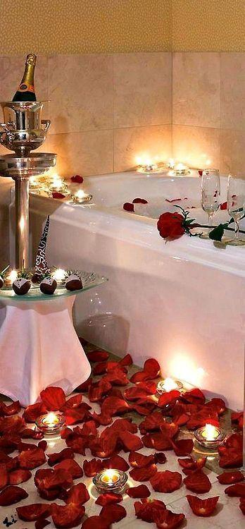 Saint valentin - pétales de roses - bain moussant romantique