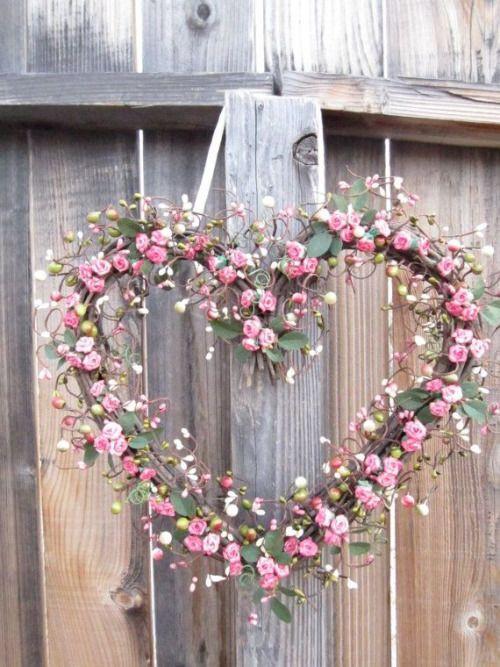 saint valentin - couronne de roses en forme de coeur