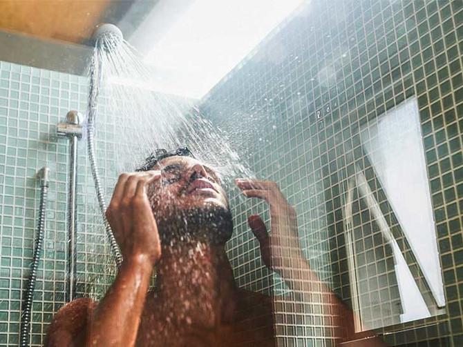 Κρύο ντουζ: Τεστοστερόνη, αποθεραπεία, ανοσοποιητικό, μείωση λίπους. Τί ισχύει τελικά;