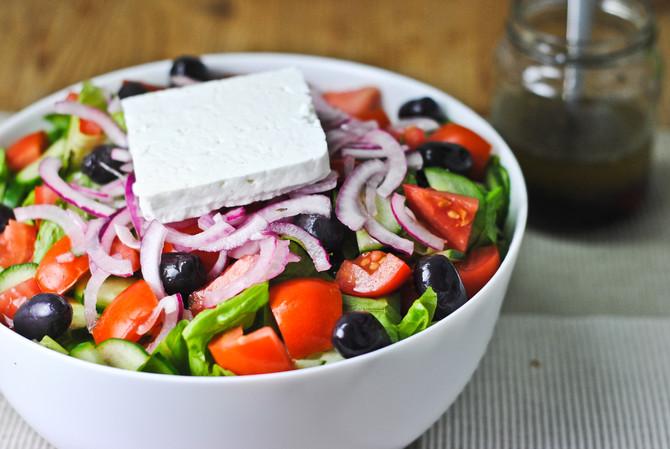 Χωριάτικη σαλάτα: Κυρίως ή συνοδευτικό πιάτο;