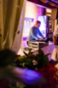 DJ Ollo beim Mixen auf einer Hochzeit in Stade