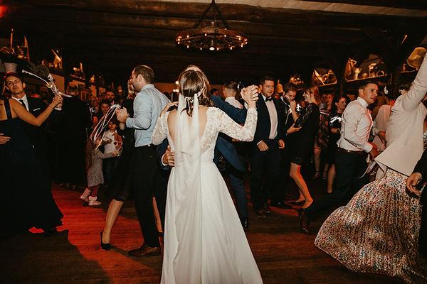 tanzende Gäste bei DJ Hochzeit Hamburg