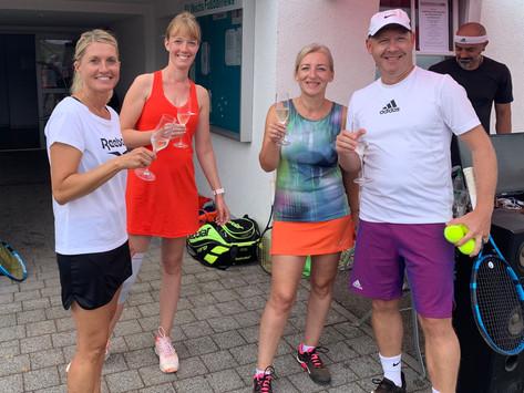 """2. Ultimate Tennis Showdown: """"Winning Weindi"""" hat den Titel verteidigt"""