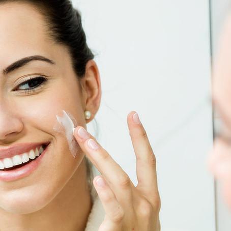 5 Essentiële dingen om je huid thuis te verzorgen