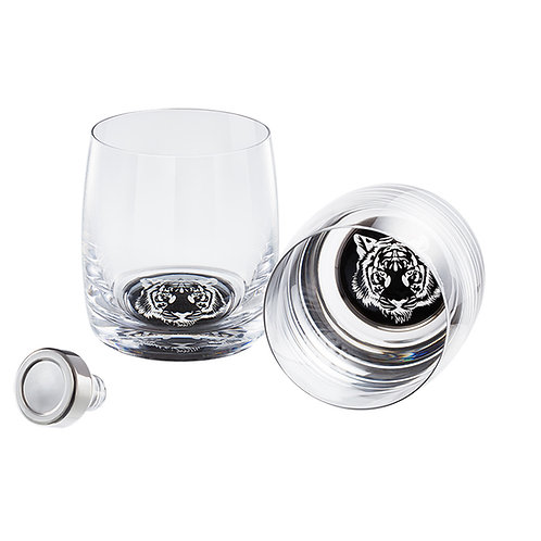 Whisky set of 2 glasses and glass stopper. 1376 40