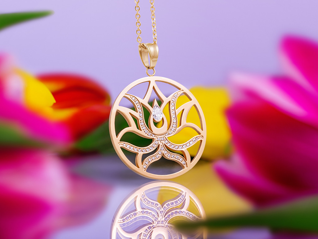 necklace golden lily.jpg