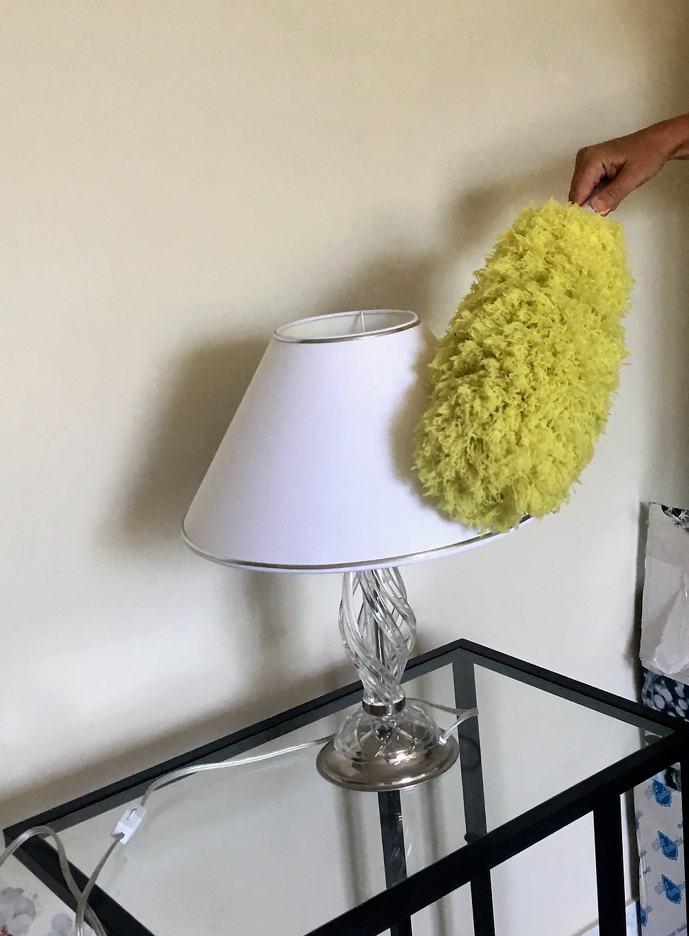 Table lampshade cleaning