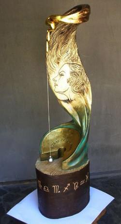'I segni del tempo'  cirmolo scolpito, dipinto e dorato 35x35x125