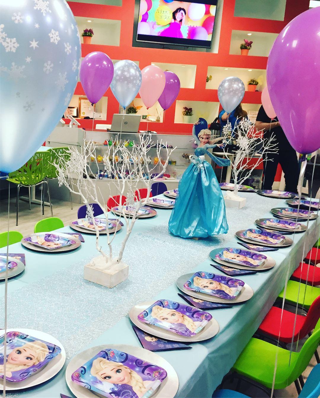 package 3 frozen kids table