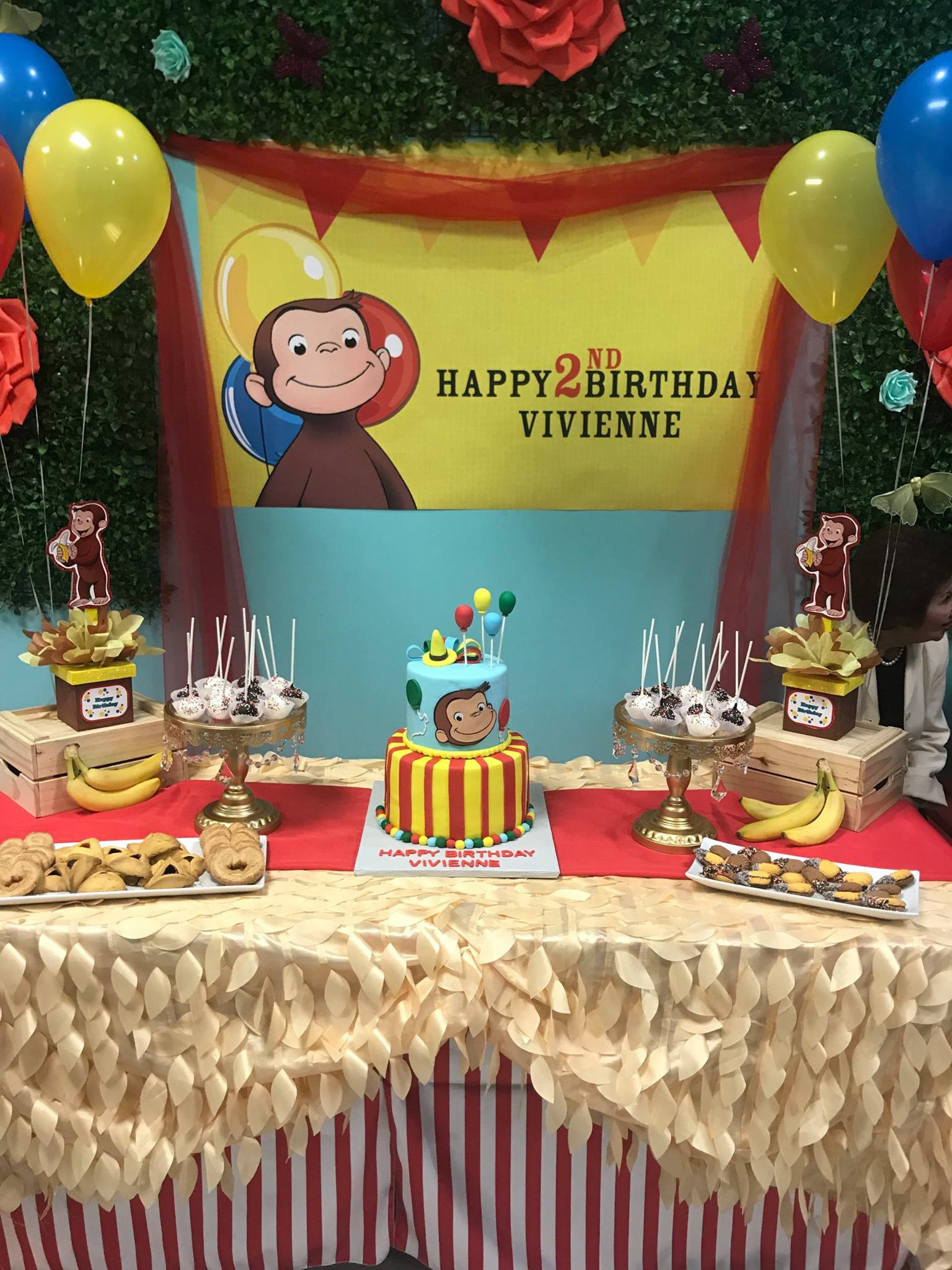 package 3 curious george cake table