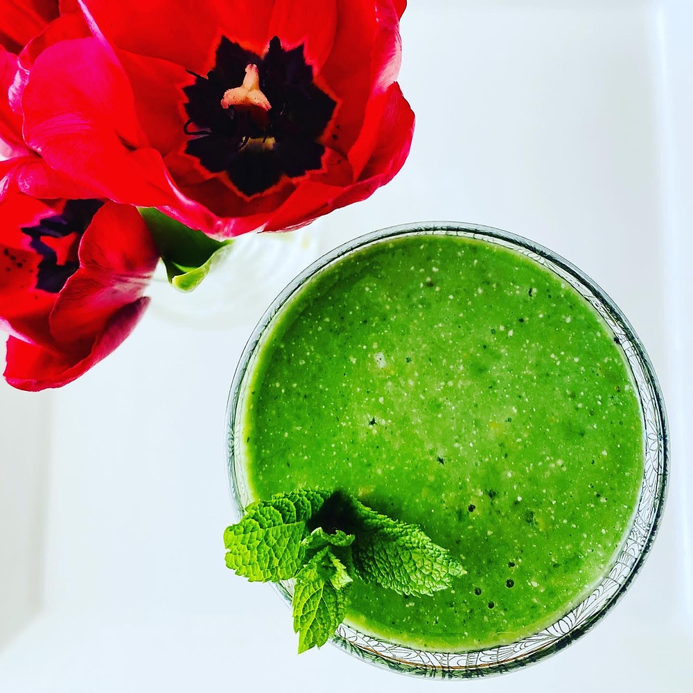 Green smoothies in glass with poppy