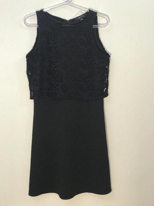 Vestido preto com bordado