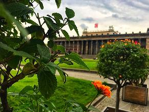 исторический берлин, Берлин гид, дешёвая экскурсия в Берлине, недорогая экскурсия по берлину, гид по берлину, экскурсия в берлине, лучшие экскурсии по берлину, достопримечательности берлина, групповая экскурсия в берлине, берлин гид экскурсия, гид берлин экскурсия, тур в берлин, рейхстаг, экскурсия по рейхстагу, флаг над рейхстагом