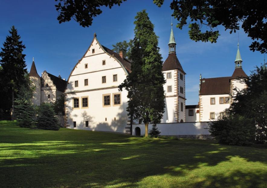 Benesov nad Ploucnici Castle