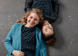blauw meisjes vest sfeerfoto.jpg