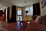 hotel-alpenlodge-zermatt-style-doppelzimmer-sitzecke-2.jpg