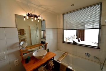 hotel-alpenlodge-zermatt-style-doppelzimmer-badezimmer.jpg