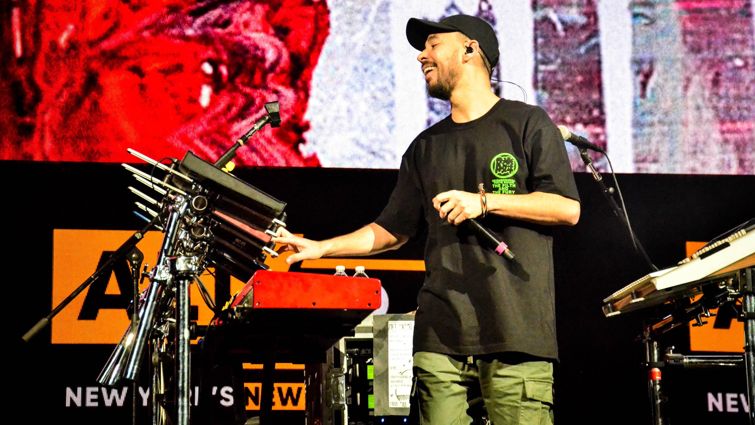 Mike Shinoda (17)