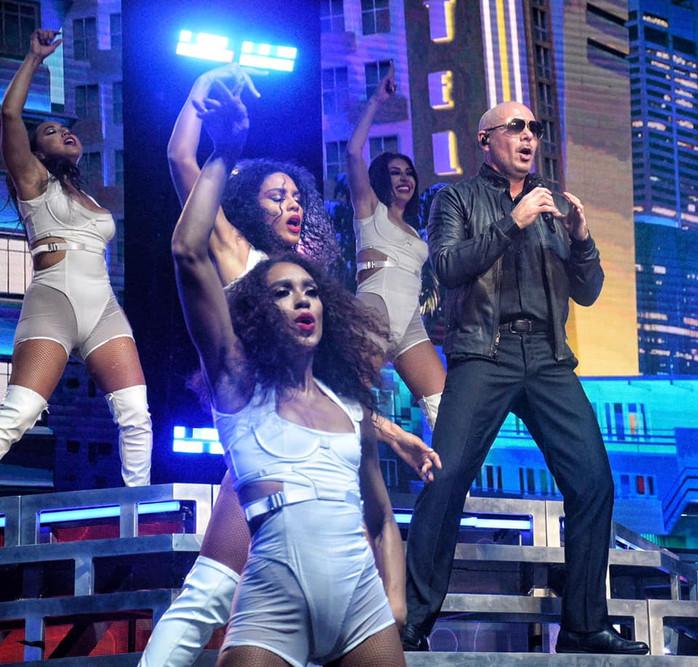 Pitbull & Iggy Azalea= FIRE at Jones Beach Theater