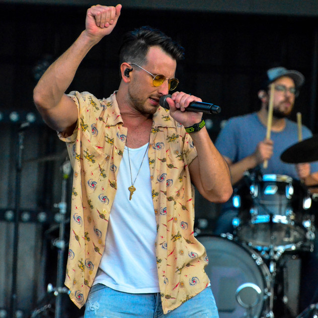 Russell Dickerson (1)