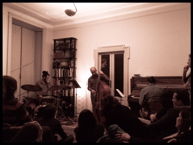 "Derive. Saverio Cacopardi (batteria), Andrea Pistorio (contrabbasso), Luca Sguera (pianoforte). They  also played ""Praise"", a cover of the genius jazz pianist Aaron Parks"
