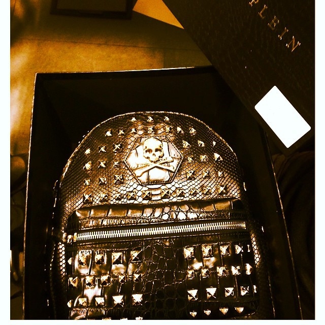 The invitation of Philippe Plein is a backpack. With studs + a skull