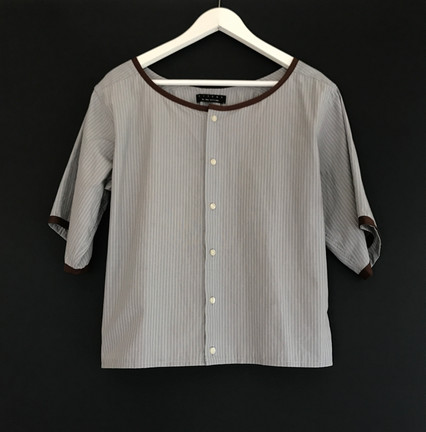3/4 crop light grey with yellow stripe
