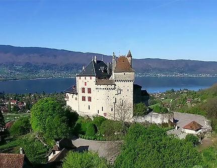 Chateau-de-Menthon-lac-d-Annecy.jpg